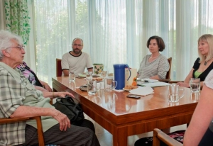 2012-09-09-Gesprächsgruppe_ohne Pflanzen
