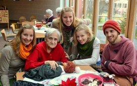 Barbara Wintereder mit ihren 4 Enkelkindern