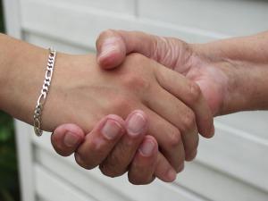 hands-1398258_1280