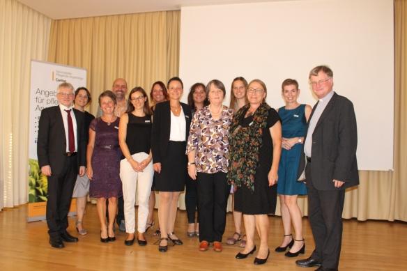 Die MitarbeiterInnen der Servicestelle mit Servicestellen-Gründerin Sophia Palkoska-Beck und CD und Bischof
